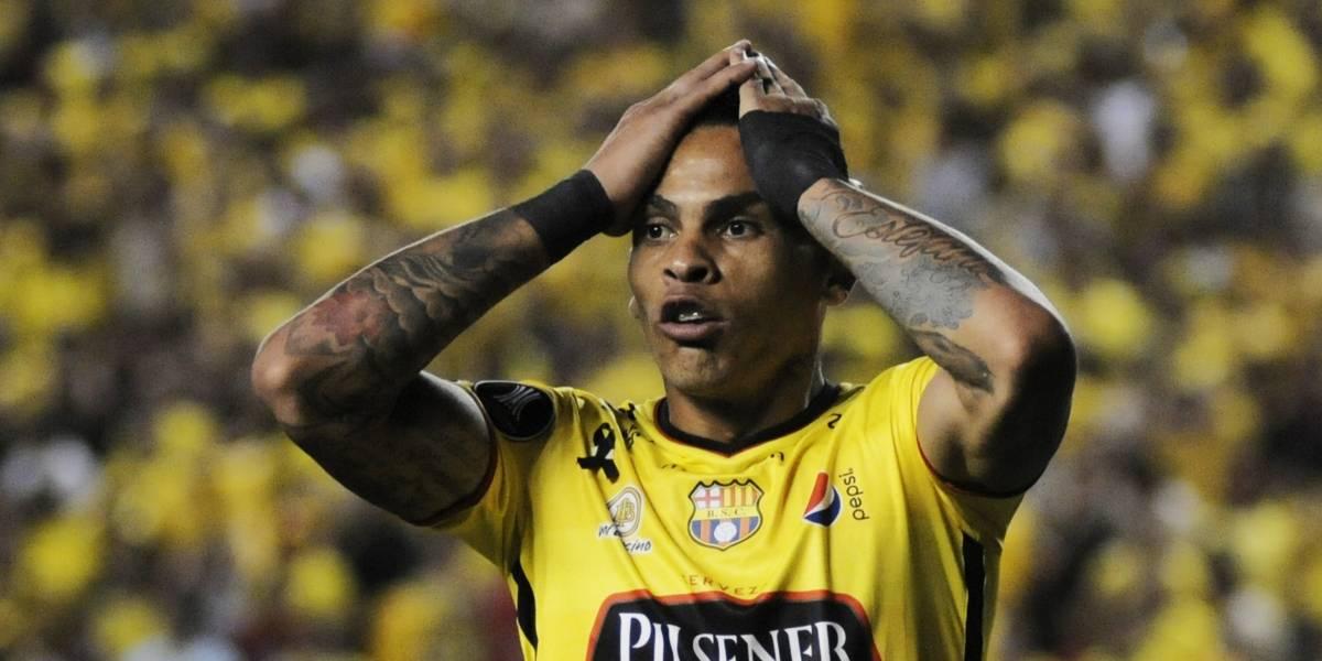 Hinchas de Emelec, ¿apoyaron a Santos?