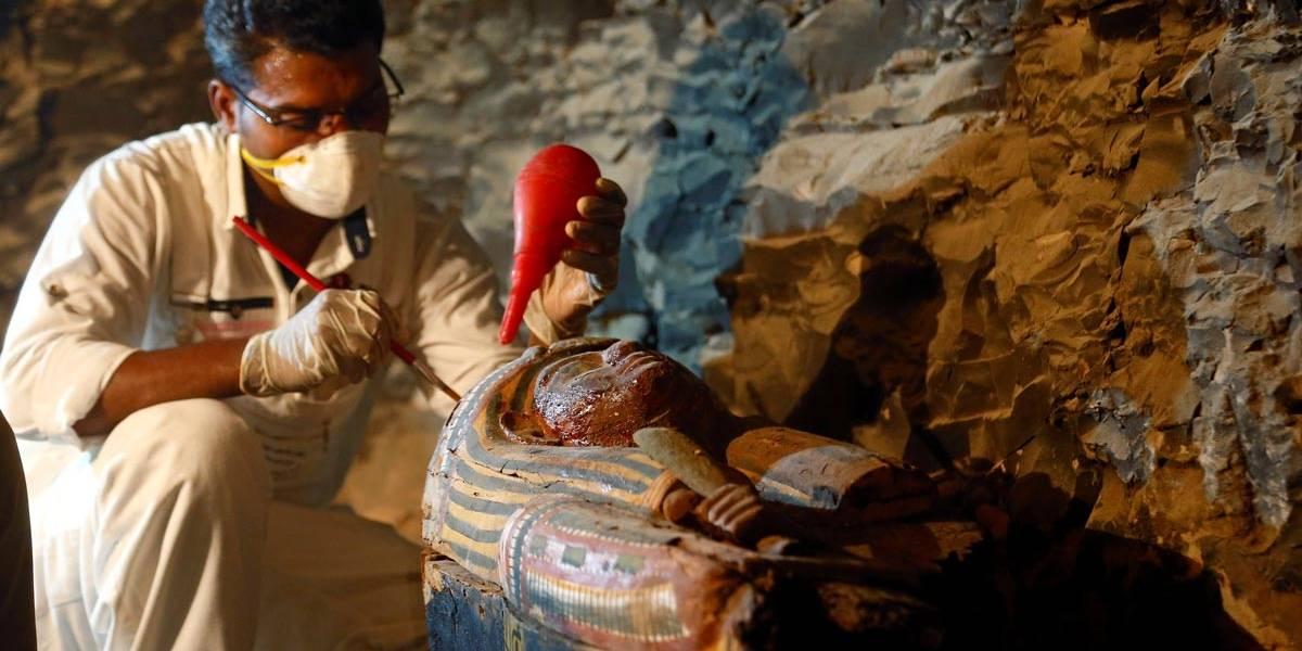 Cientistas anunciam descoberta de tesouro arqueológico em tumba do antigo Egito