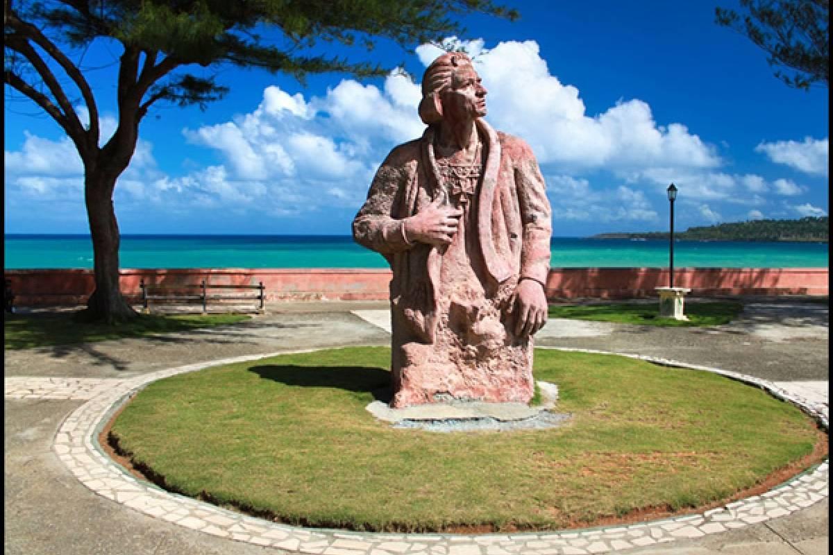 Estatua de Colón en Baracoa, Cuba