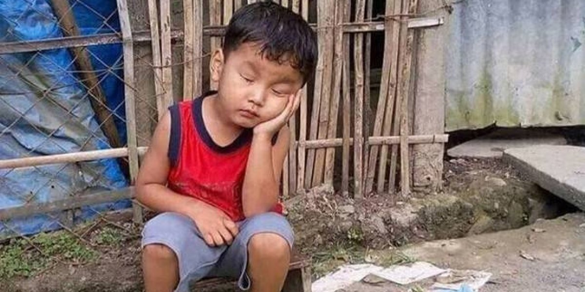 """En búsqueda del """"doloroso durmiente"""": dramática foto de niño conmociona redes"""