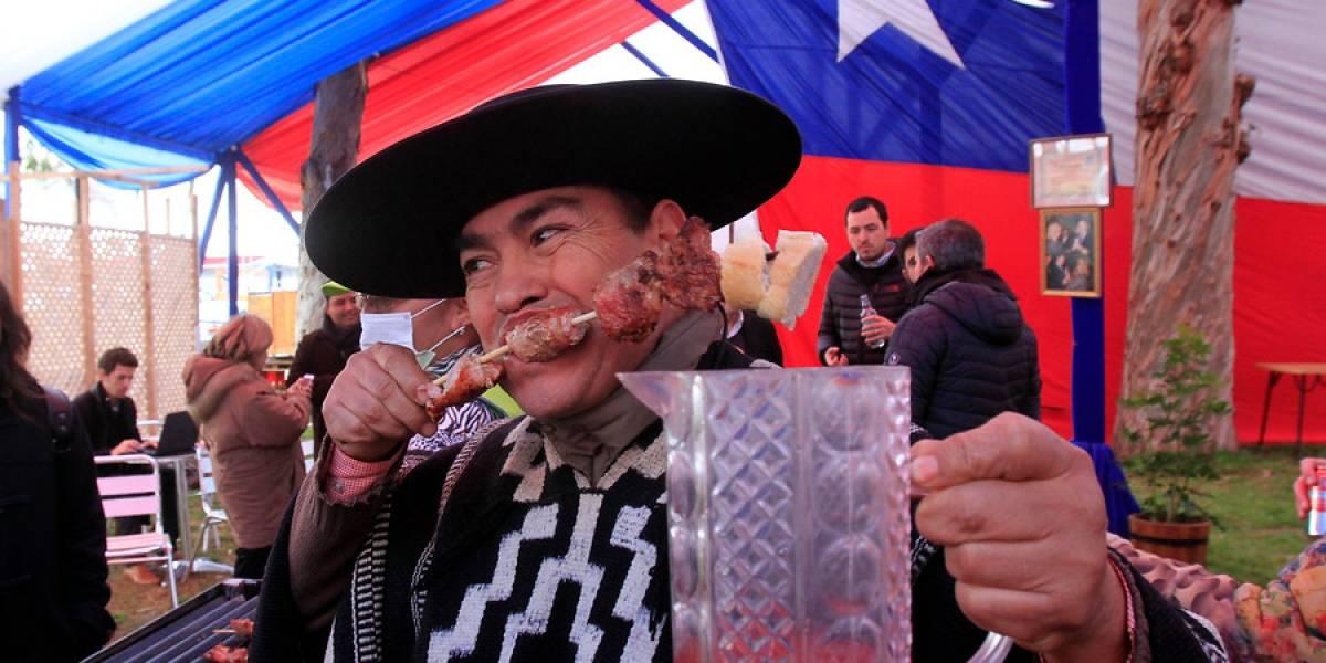Malas noticias: ni 3 horas seguidas de bailar cumbia impedirán que suba hasta 3 kilos en Fiestas Patrias