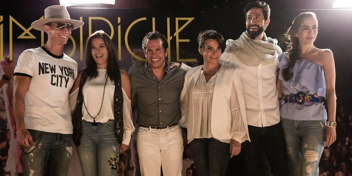 Personaje sorpresa en concierto de Timbiriche roba la atención
