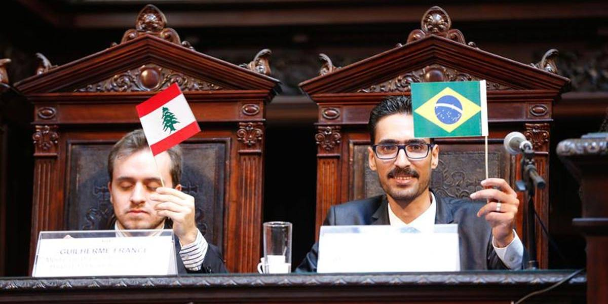 Sírio agredido no Rio torna-se cidadão honorário e diz que Brasil é seu país