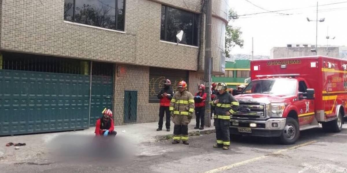 Una persona murió tras caer de un edificio en Quito