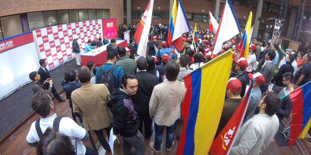 La excusa de quienes recogieron firmas para Vargas Lleras a cambio de fútbol