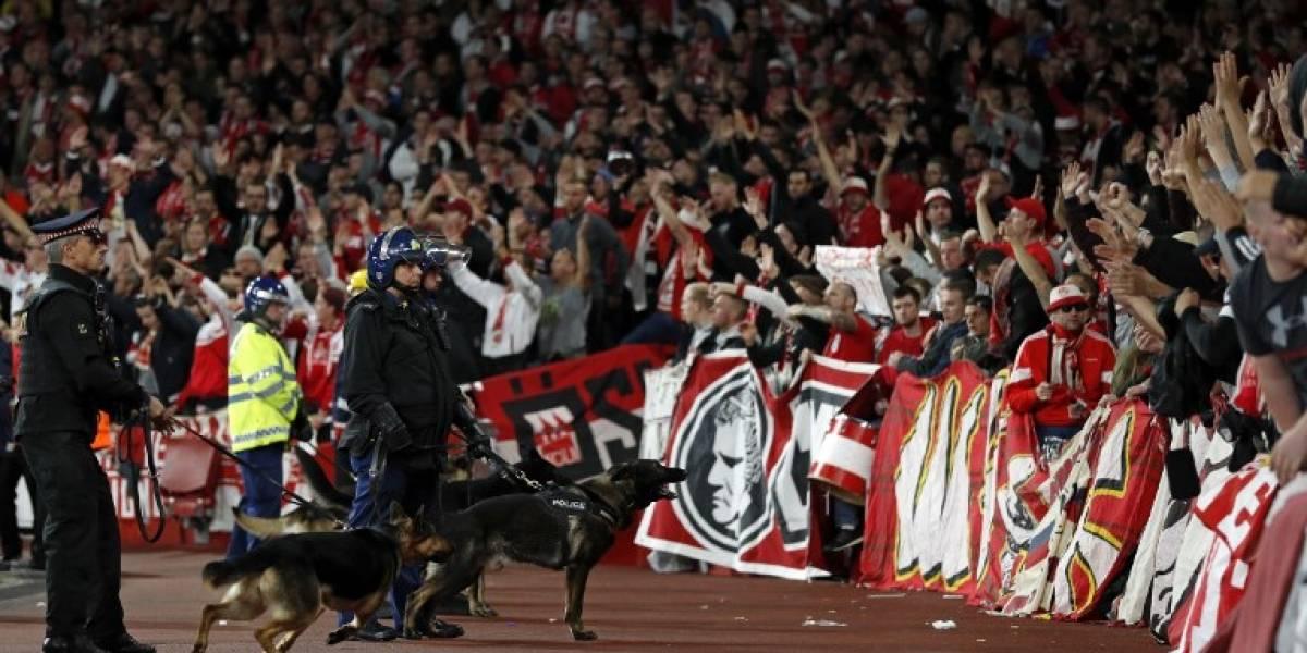 25 años esperaron: los hinchas del Colonia invadieron Londres para ver a su equipo en la Europa League