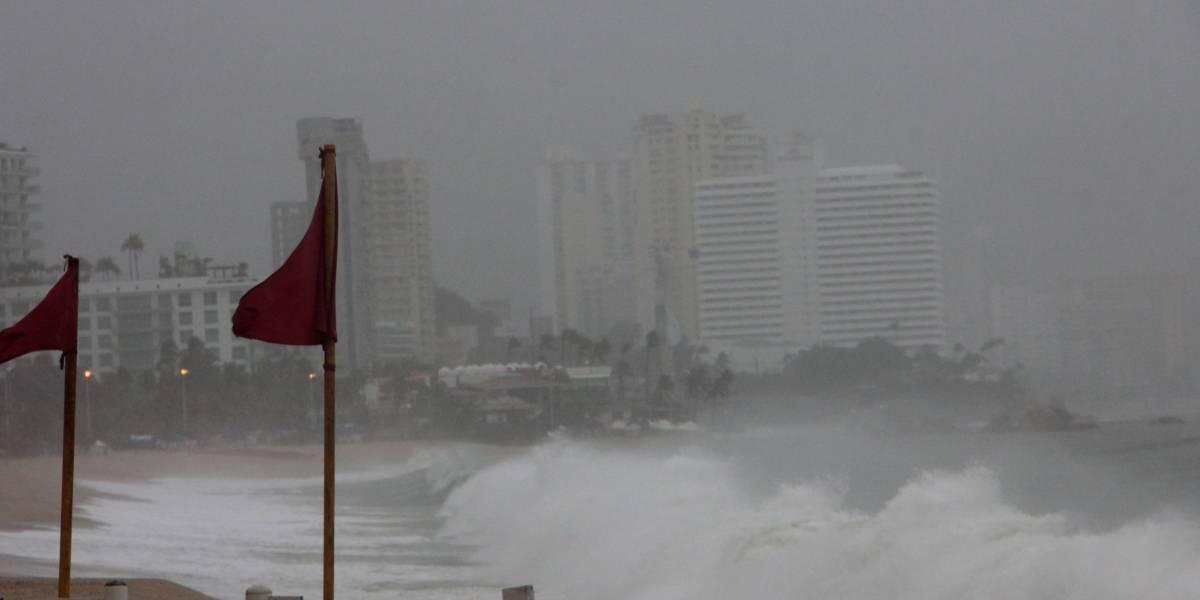 Huracán Max llega al sur de México