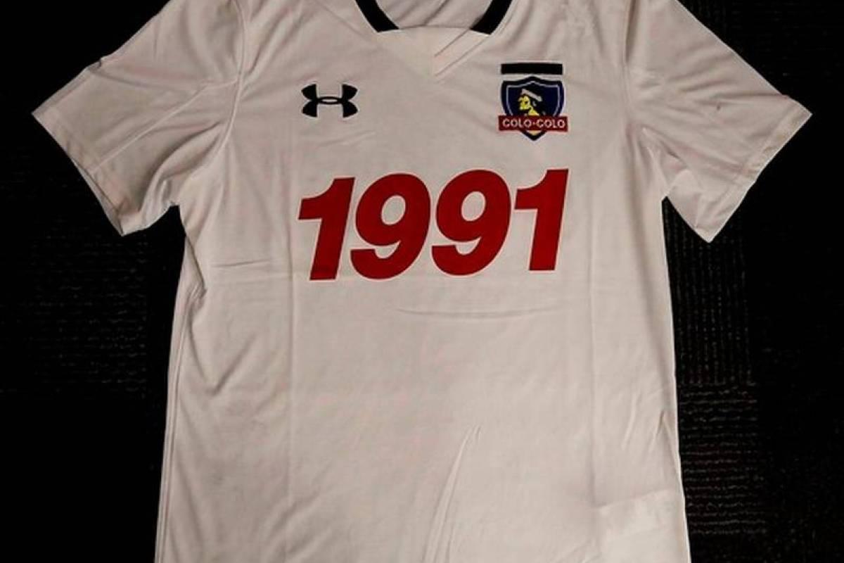2016: Camiseta conmemorativa por los 25 años del título de la Libertadores (Under Armour)