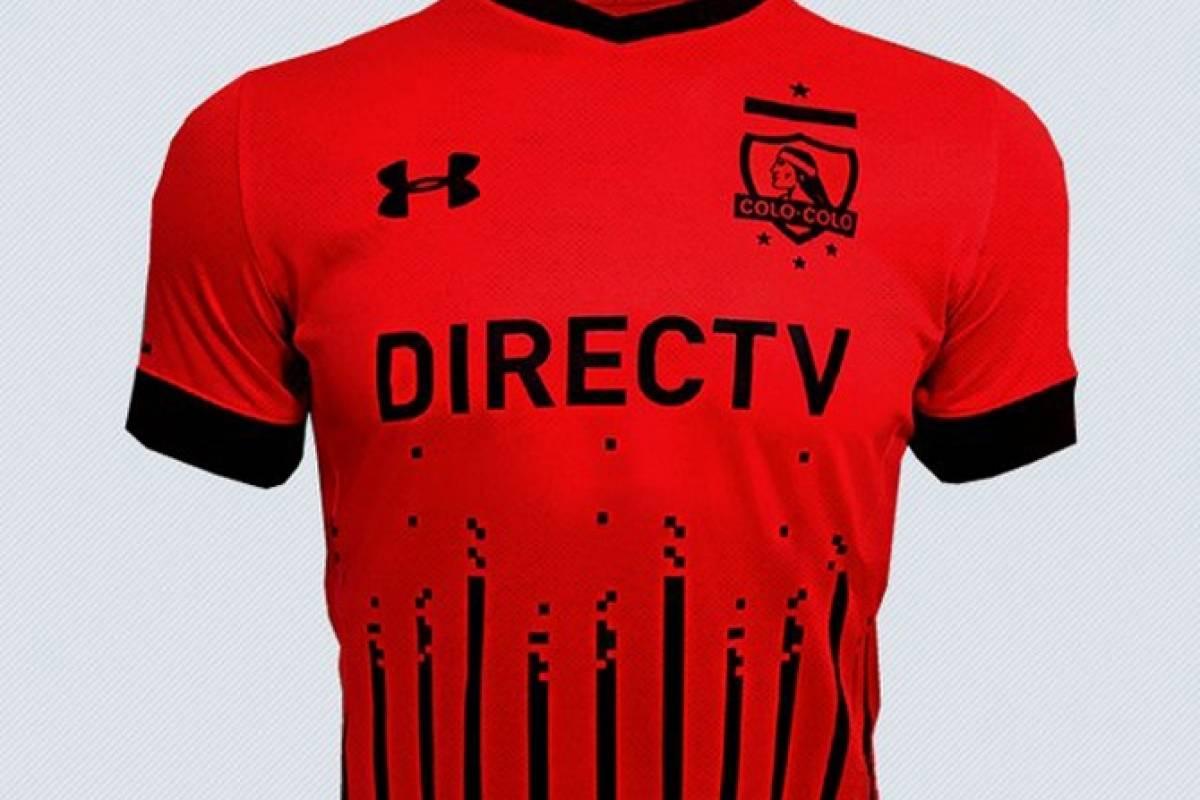 2016: Una camiseta roja y negra que no le gustó a los hinchas (Under Armour)