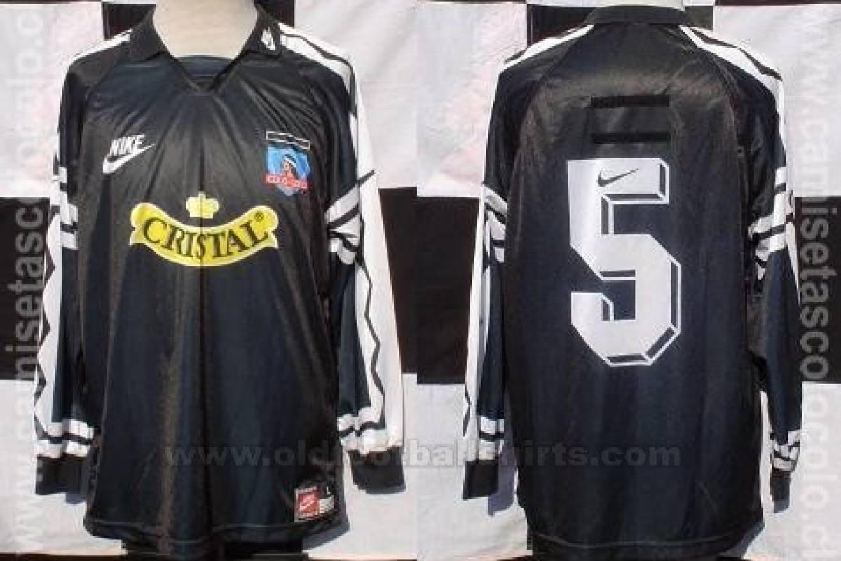 1995: Nike comenzó su relación con Colo Colo con esta casaquilla negra