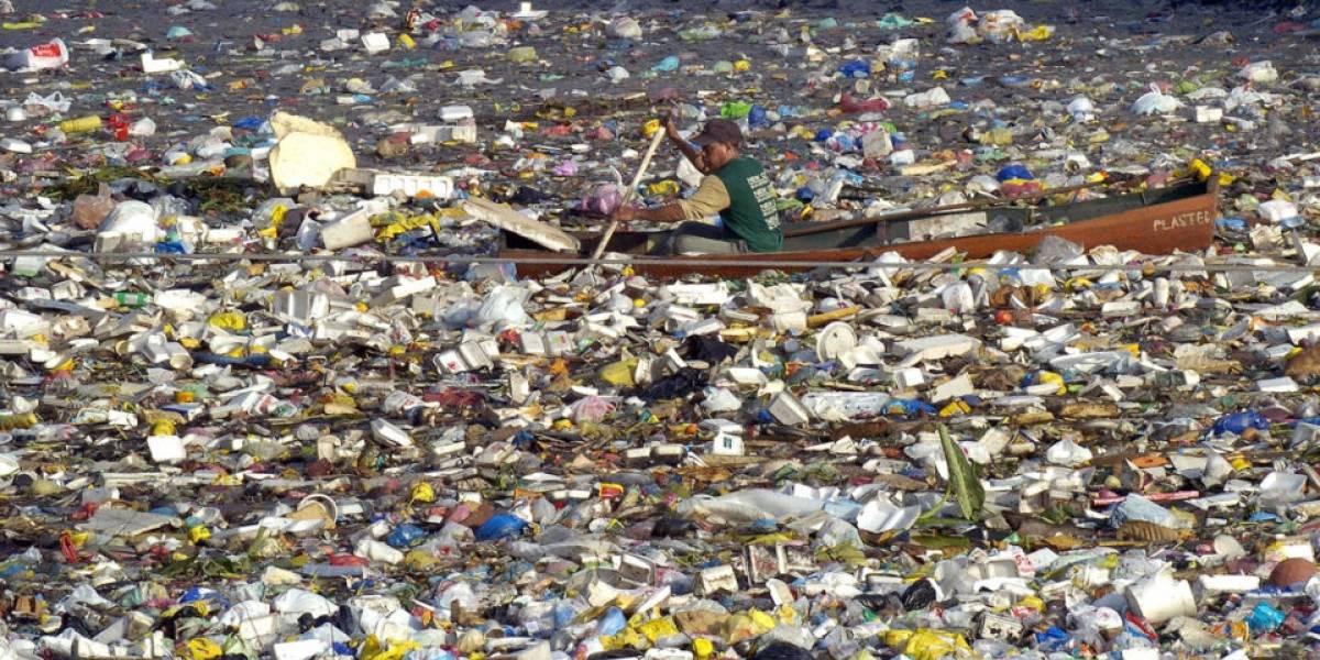 Científicos en alerta por isla llena de basura que flota frente a Chile