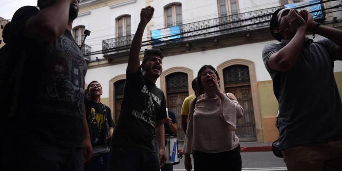 AEU convoca a paro nacional para manifestarse en contra los diputados