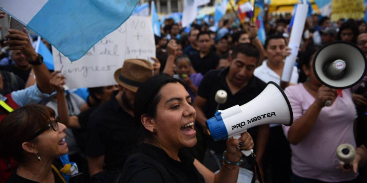 Jimmy Morales ordena investigar a manifestantes de la Plaza de la Constitución