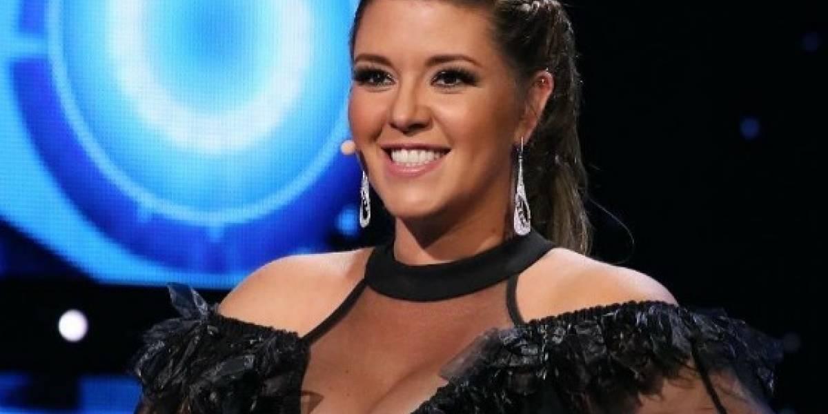 Ex Miss Universo sufre aparatosa caída en programa en vivo