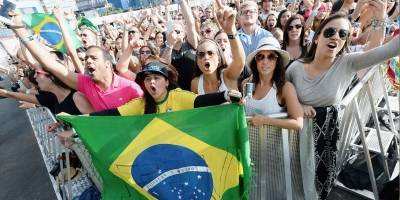 Após discurso, Gisele Bündchen curte Rock in Rio em área VIP