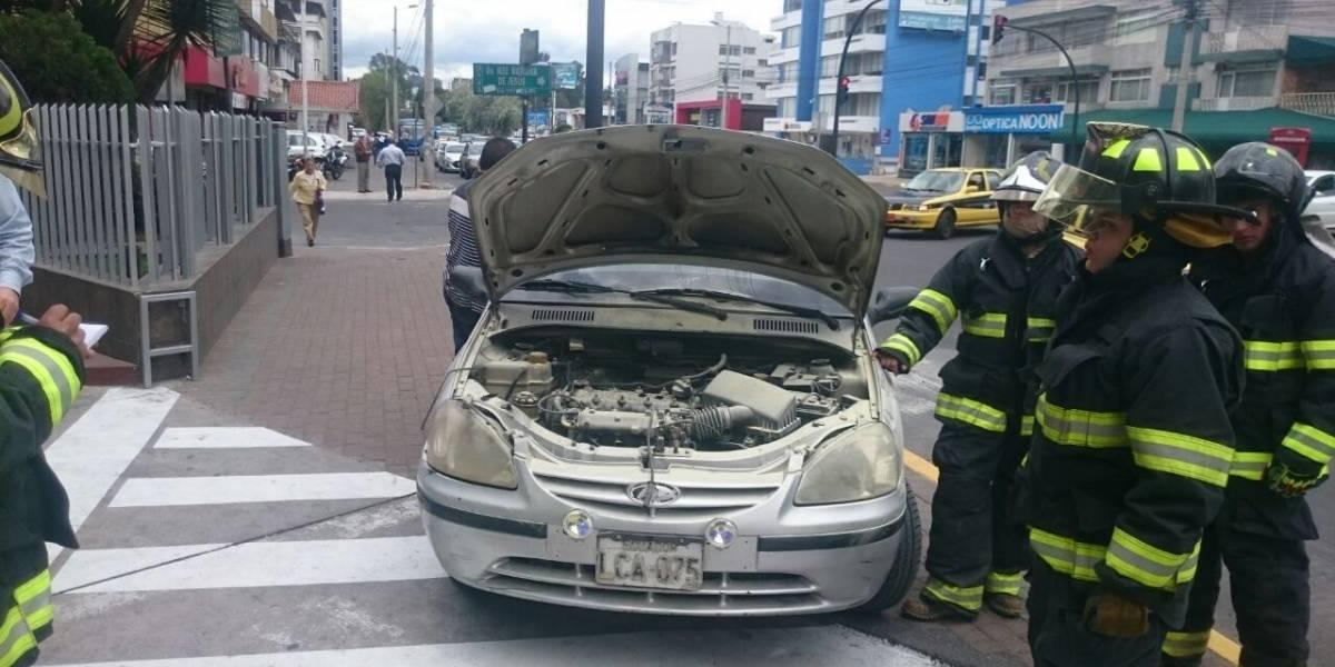 Se controla incendio vehicular en Av. Amazonas y Mariana de Jesús
