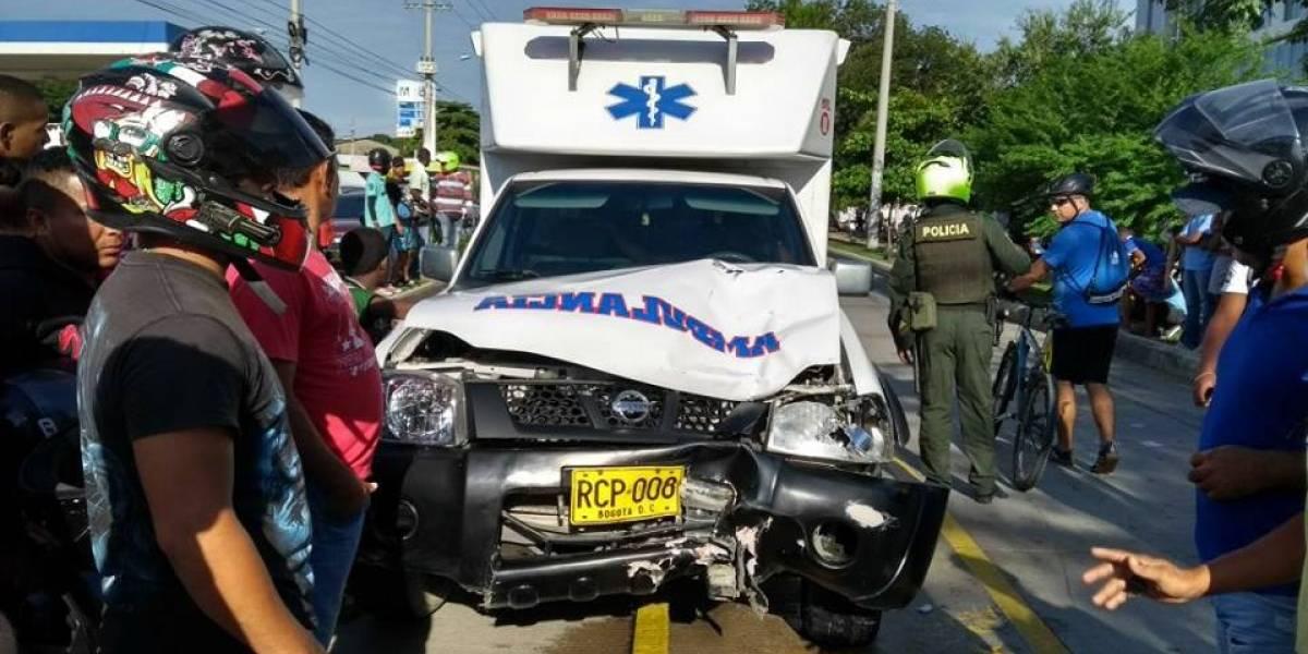 Muere mujer al ser arrollada por una ambulancia en el carril de solo bus