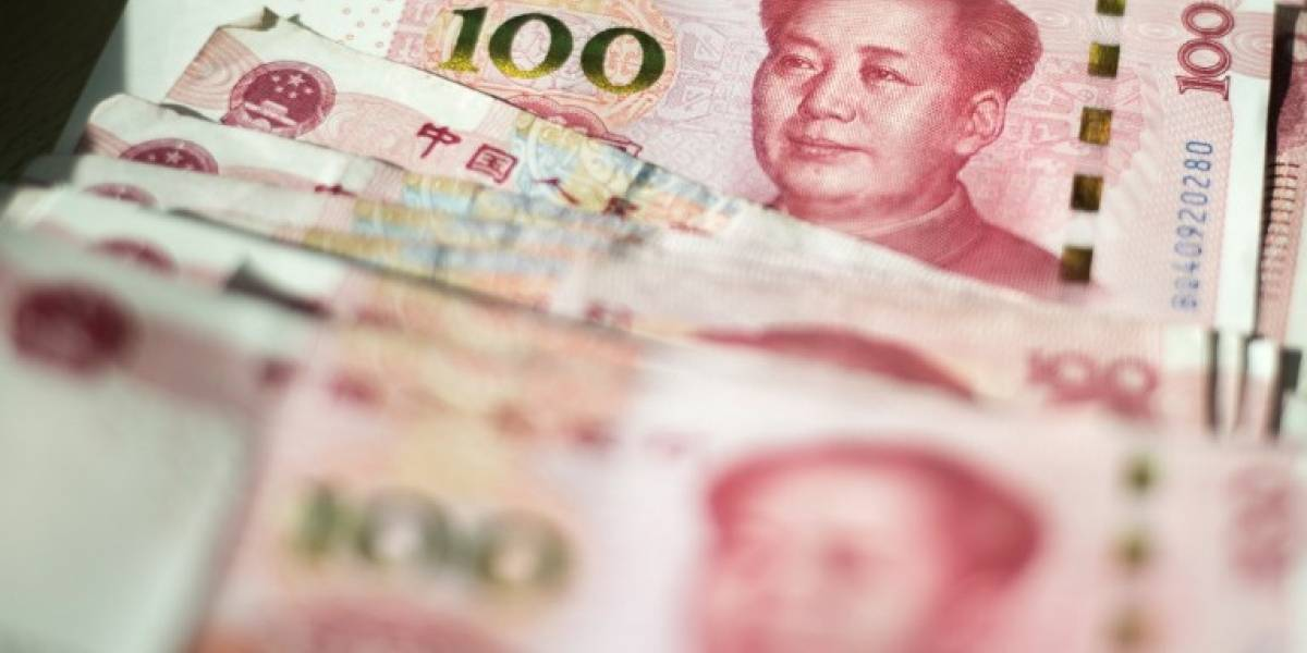 """Maduro hace """"desprecio"""" a EEUU y marca precios de su petróleo en yuanes"""