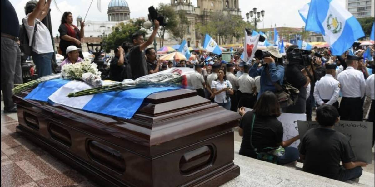 VIDEO. El funeral que desfiló en el 196 aniversario de la Independencia