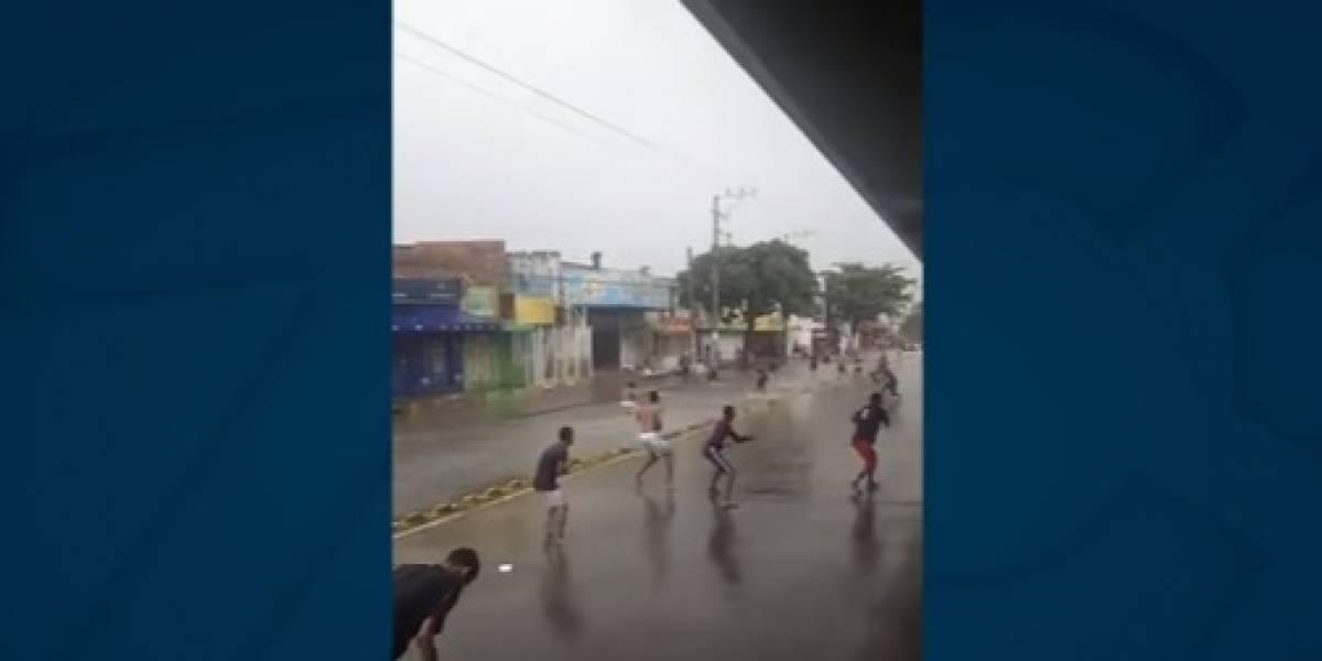 Pandillas se enfrentan de nuevo bajo la lluvia en Barranquilla
