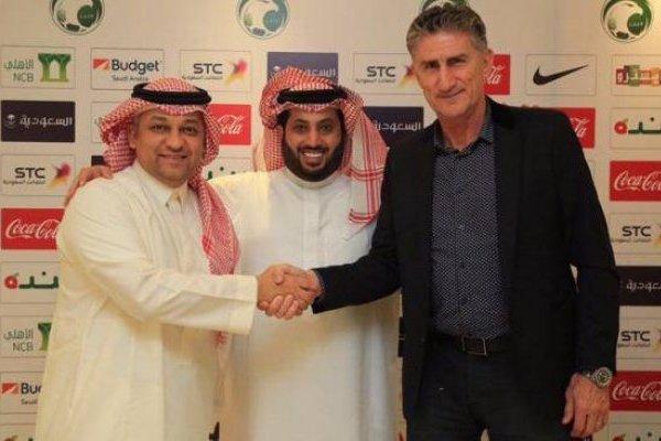 Edgardo Bauza ya está en Rusia / imagen: Federación de Fútbol de Arabia Saudita