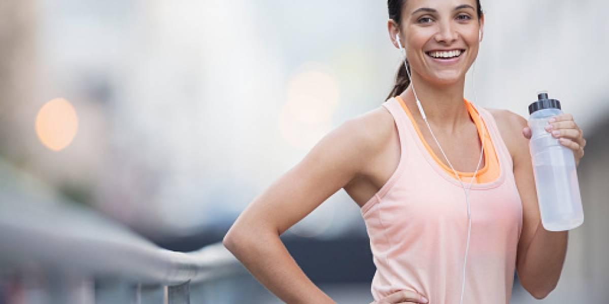 ¿Cómo hidratarse antes, durante y después de una carrera?