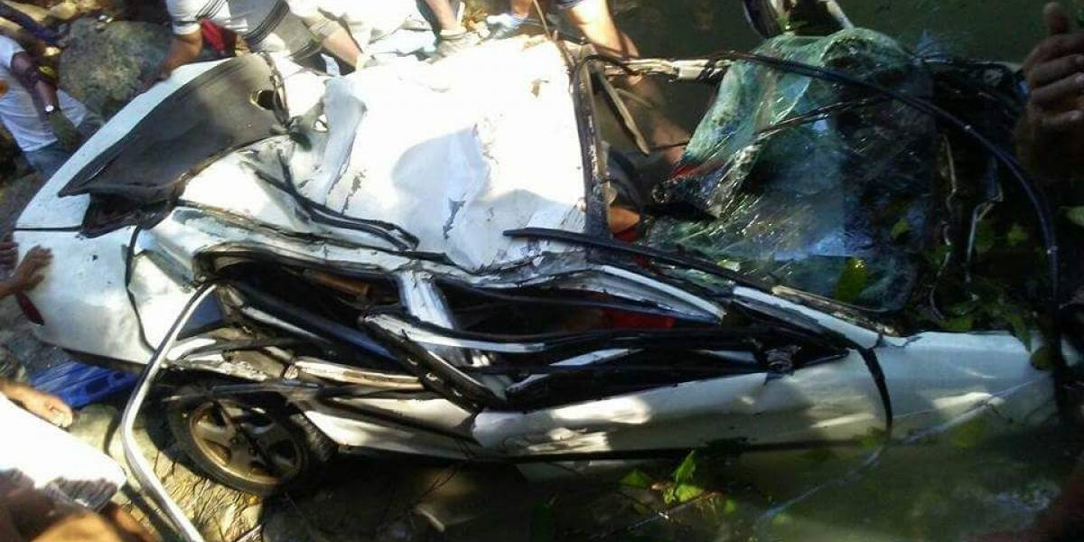 Mueren 5 personas al caer un vehículo al río San Marcos en Puerto Plata