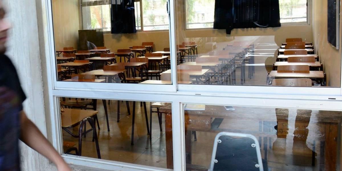 """""""Hay un francotirador apuntándoles"""": La amenaza a profesor en universidad de Mendoza para que pasara a todo el curso"""
