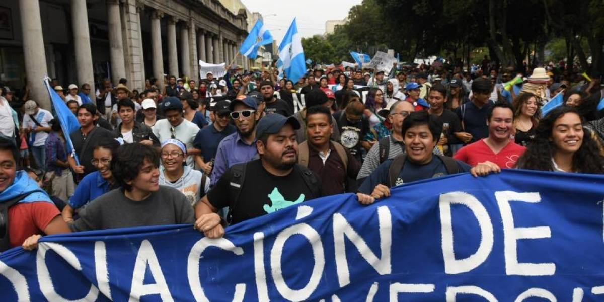 Sancarlistas se manifiestan en contra de la corrupción