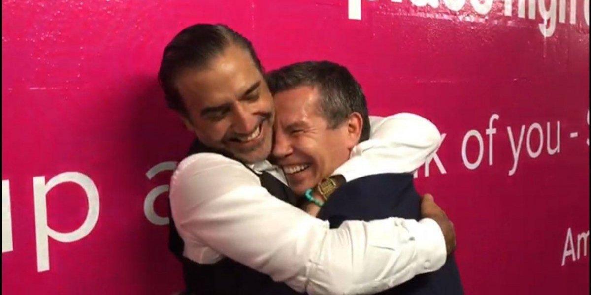 VIDEO: Julio César Chávez y Alejandro Fernández intercambian besos y abrazos