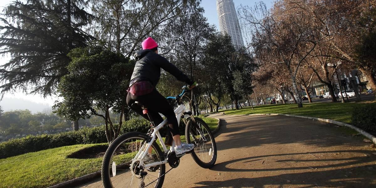 """Ciclista salió desnudo en Halloween a recorrer Bogotá """"por la anarquía"""""""