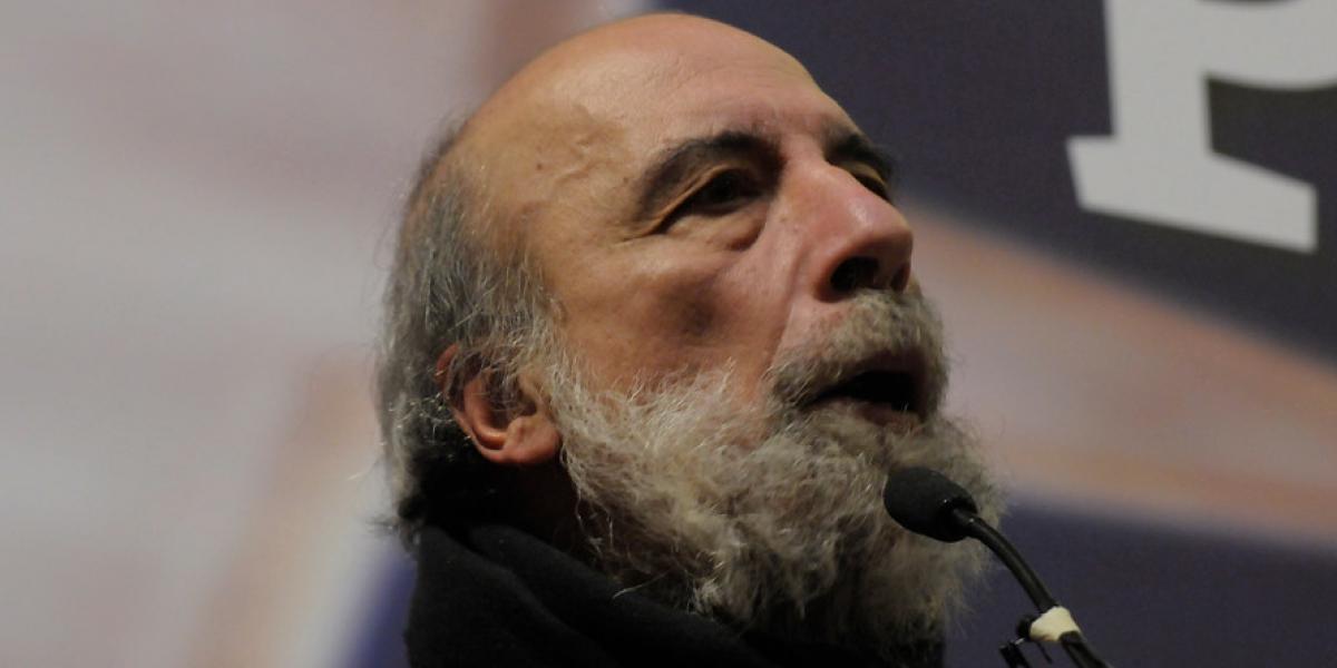 """Poeta Raúl Zurita pone la autocrítica chilena este """"18"""": """"Es un país arribista e insolidario"""""""