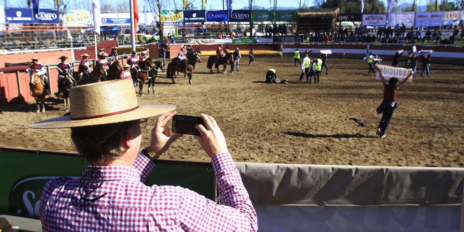 Candidato José Kast, asiste al Rodeo en el Parque Padre Hurtado.