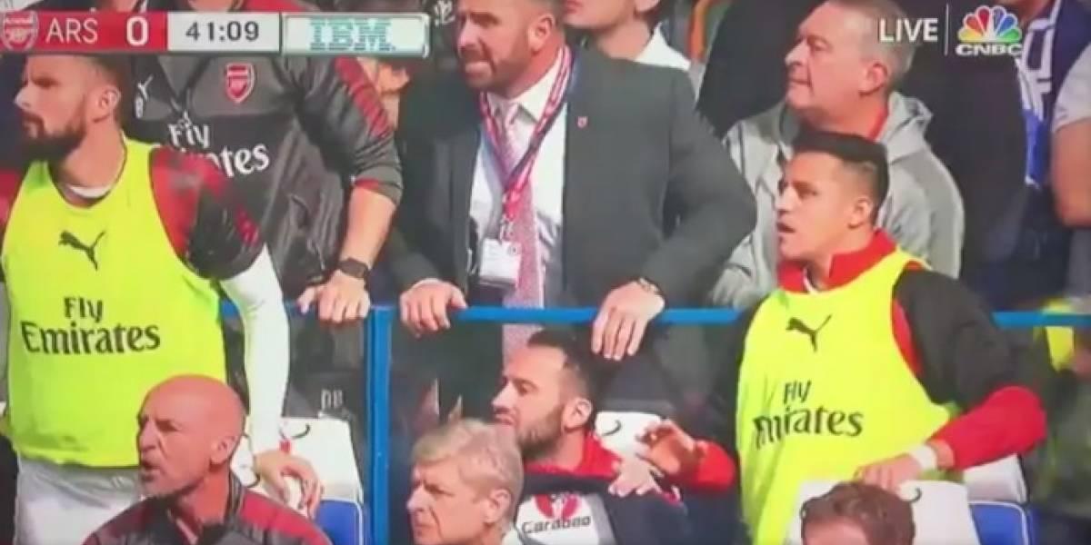 Broma de Alexis en la banca del Arsenal desató polémica en Inglaterra