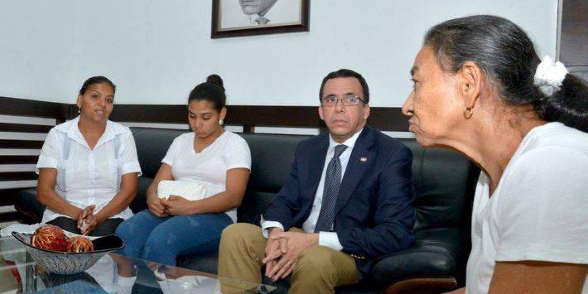 Ministro de Educación se reúne con familia de maestra Ureña y expresa condolencias y solidaridad