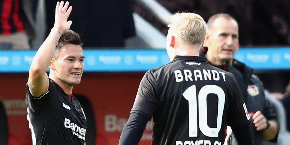 Charles Aránguiz marcó un golazo en el Leverkusen