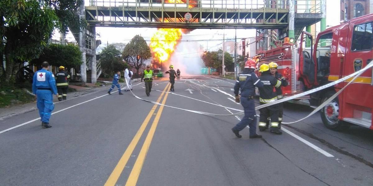¡Atención! vía antigua entre Bogotá y Villavicencio está cerrada por incendio de tractocamión