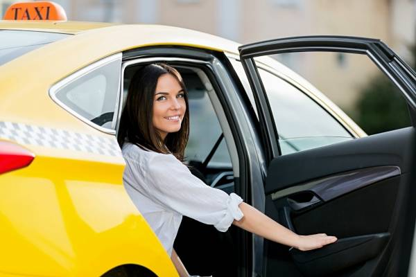 mujer taxi