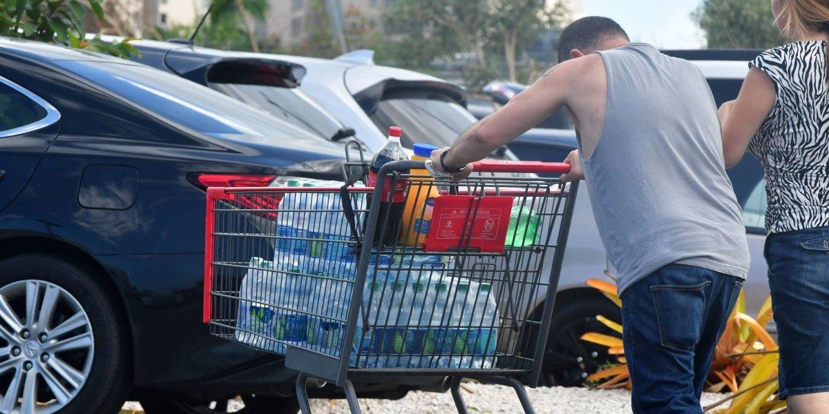 Hacen fila en supermercado desde las 5 de la mañana por paso de huracán