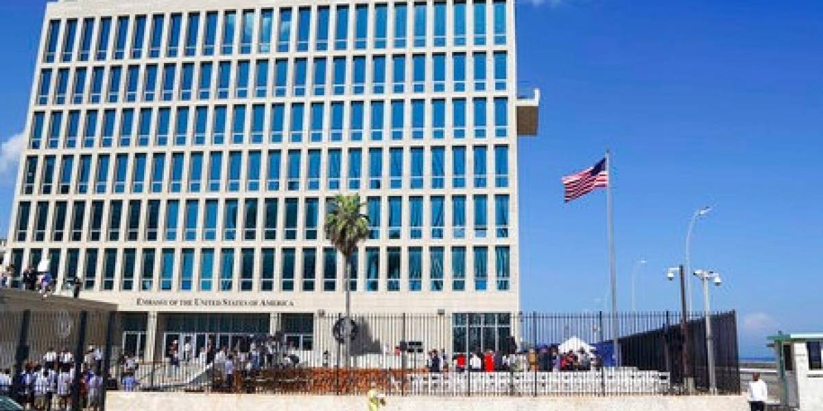 Estados Unidos evalúa cerrar embajada en Cuba