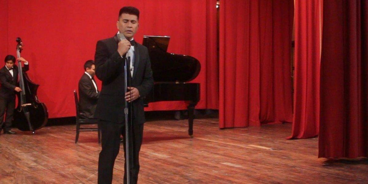 """Jorge Barrera le canta a la patria con su versión de """"Luna de Xelajú"""""""