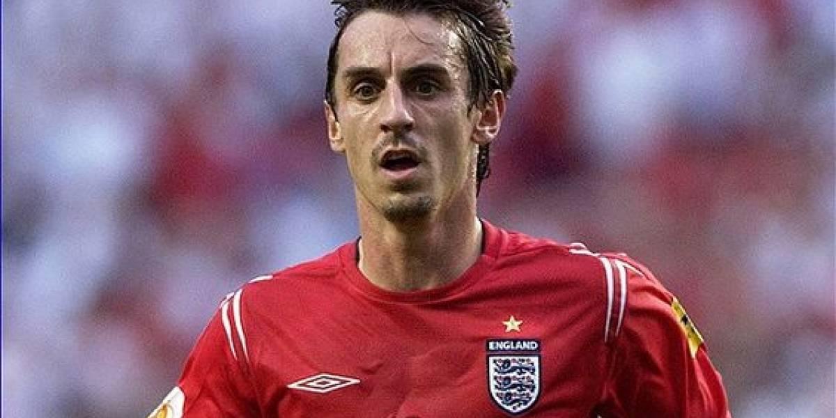 Neville aplaude el juego de Antonio Valencia