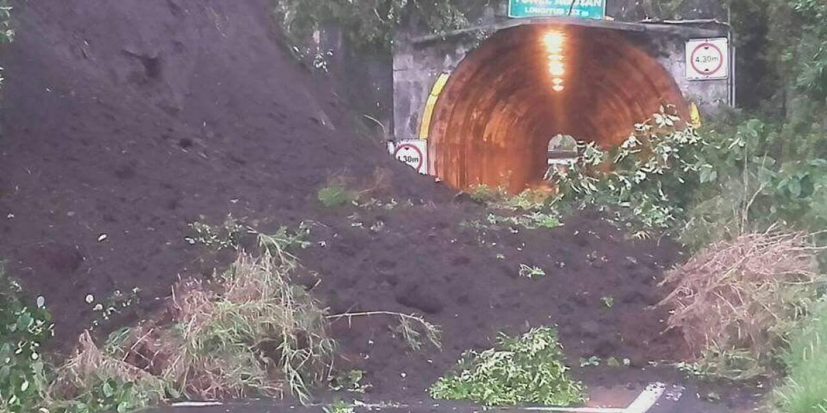 Deslizamiento de tierra en ingreso al túnel de Agoyan, vía Baños - Puyo