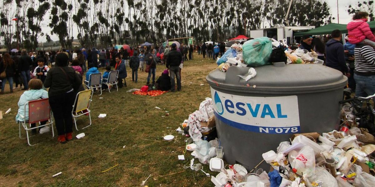La parte fea de las Fiestas Patrias: reclaman por la basura que están dejando las fondas en el país