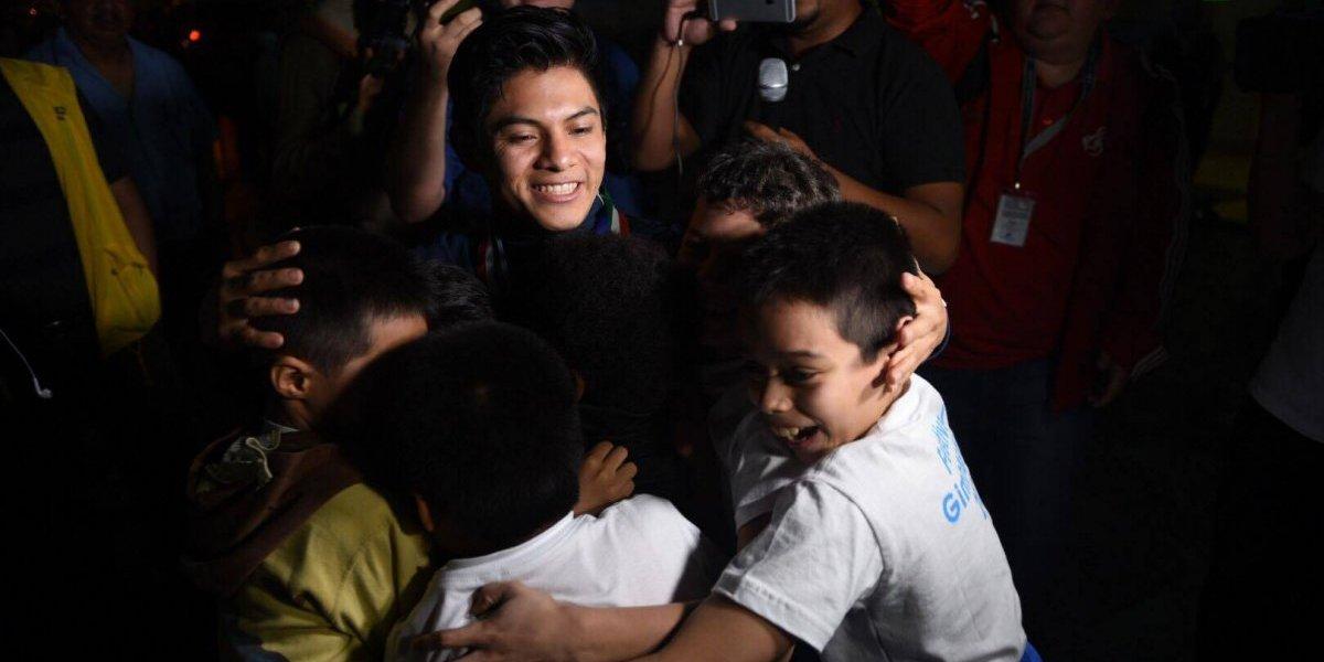 Reciben como un héroe a Jorge Vega en su regreso a Guatemala