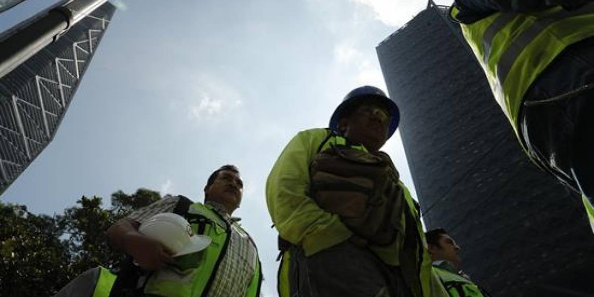 Dos terremotos casi simultáneos sacudieron México