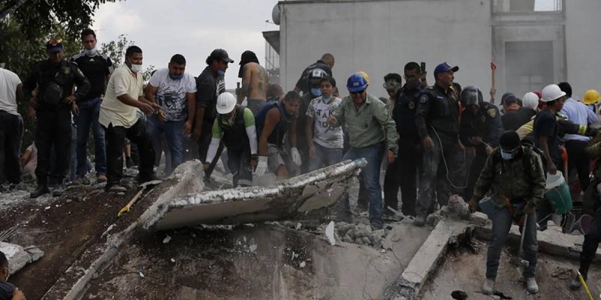 Suben a 138 los fallecidos por el terremoto en México