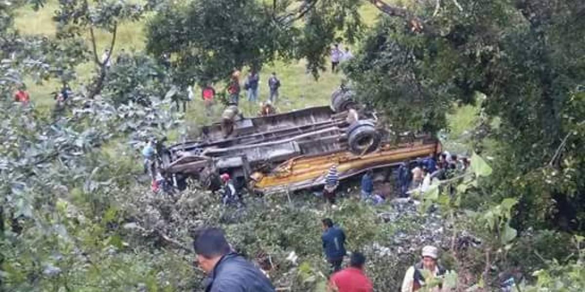Accidente de autobús deja al menos dos fallecidos en Huehuetenango