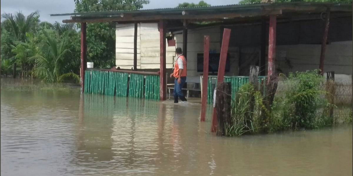 Video. Lluvia provoca desborde de ríos e inundaciones en Retalhuleu