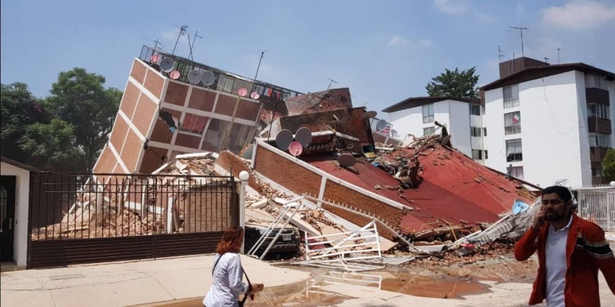 Estudiantes quedan atrapados tras colapso de colegio en CDMX